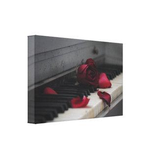 Llaves del piano con un rosa rojo impresiones de lienzo