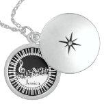 Llaves del piano del bw y notas personalizadas de medallones