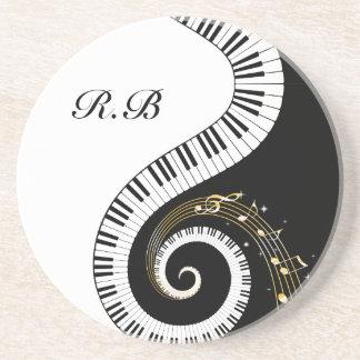 Llaves del piano del monograma y notas musicales posavaso para bebida
