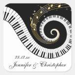Llaves del piano y el casarse de oro de las notas  calcomanías cuadradas