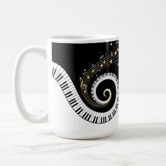 Llaves del piano y notas de la música del oro taza básica blanca