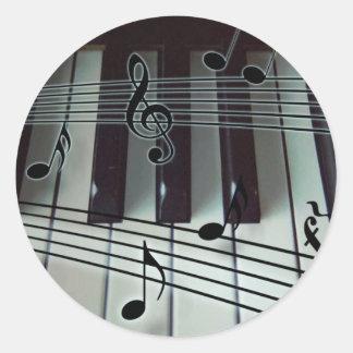 Llaves del piano y notas de la música etiquetas redondas