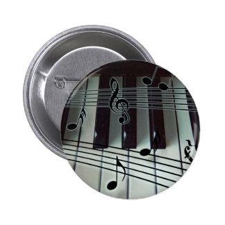 Llaves del piano y notas de la música pin redondo de 2 pulgadas