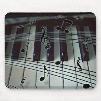 Llaves del piano y notas de la música tapetes de ratón
