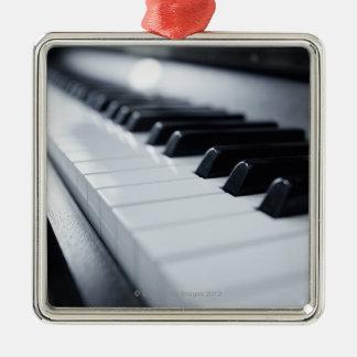 Llaves detalladas del piano adorno navideño cuadrado de metal