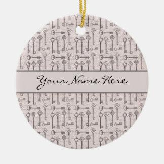 Llaves grises y rosadas elegantes del vintage adorno navideño redondo de cerámica