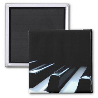 Llaves negras y blancas del piano imán cuadrado