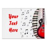 Llaves y nota rojas del piano de la guitarra tarjetas