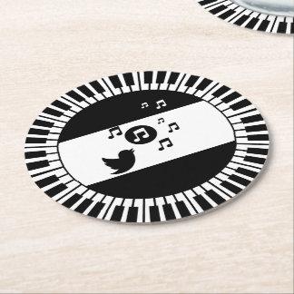 Llaves y pájaro cantante del piano del círculo posavasos desechable redondo
