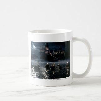 Llegada en Hogwarts Taza Básica Blanca
