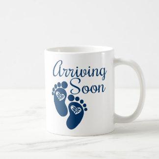 Llegada pronto taza de café