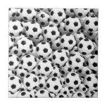 Llenado de los balones de fútbol azulejos ceramicos