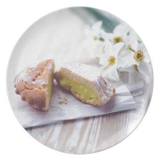 Llene de los pasteles poner crema platos de comidas