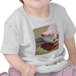 Llene el vacío camisetas