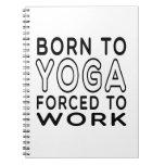 Llevado a la yoga forzada para trabajar cuadernos