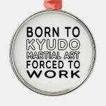 Llevado al arte marcial de Kyudo forzado para trab Adorno De Reyes