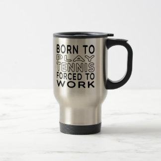 Llevado al tenis forzado para trabajar tazas de café
