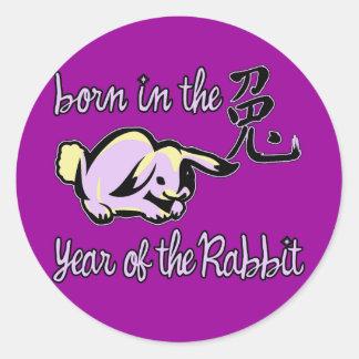 Llevado en el año del zodiaco del chino del conejo pegatinas redondas