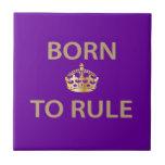 Llevado gobernar con la corona de oro azulejo