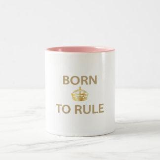 Llevado gobernar con la corona de oro taza de café de dos colores