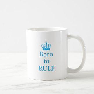 Llevado gobernar diseño del texto con la corona a taza de café