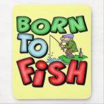 Llevado pescar las camisetas y los regalos de la alfombrilla de ratón