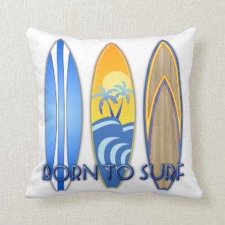 Llevado practicar surf cojín decorativo