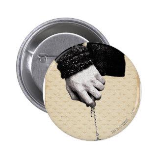 Llevar a cabo las manos con Horcrux Pin Redondo De 2 Pulgadas