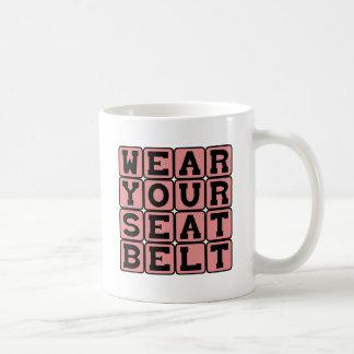 Lleve su cinturón de seguridad, conduciendo taza básica blanca