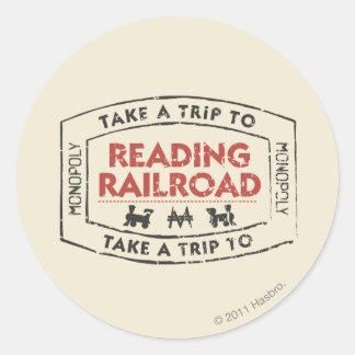 Lleve un viaje la lectura del ferrocarril pegatina redonda