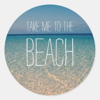 Lléveme a la arena del cielo azul del verano del pegatina redonda