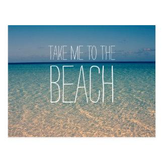 Lléveme a la arena del cielo azul del verano del postal