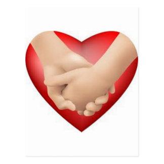 Llevemos a cabo el corazón de las manos postales
