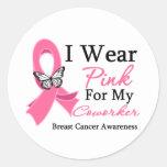 Llevo al cáncer de pecho rosado del compañero de pegatinas redondas