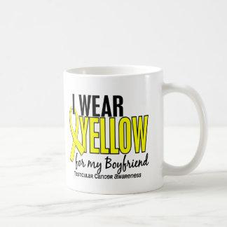 Llevo al cáncer testicular del novio 10 amarillos taza básica blanca