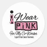 Llevo al compañero de trabajo rosado del cáncer de etiquetas redondas