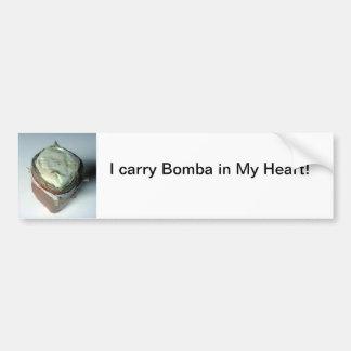 Llevo Bomba en mi corazón Pegatina Para Auto