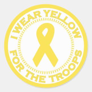 Llevo el amarillo para las tropas pegatina redonda