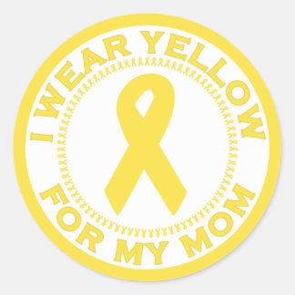 Llevo el amarillo para mi mamá pegatina redonda