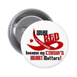 Llevo el rojo para el corazón 33 de mi primo pin redondo de 2 pulgadas
