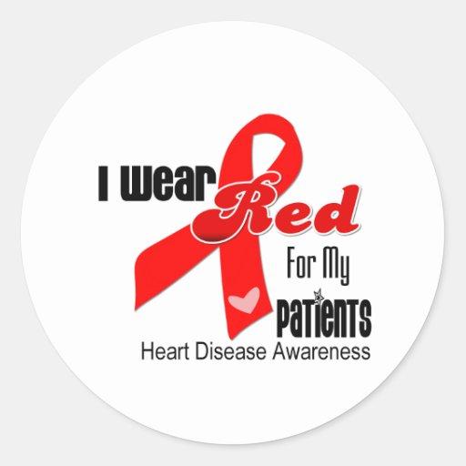Llevo el rojo para mi enfermedad cardíaca de los pegatina redonda