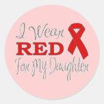 Llevo el rojo para mi hija (la cinta roja) pegatina redonda