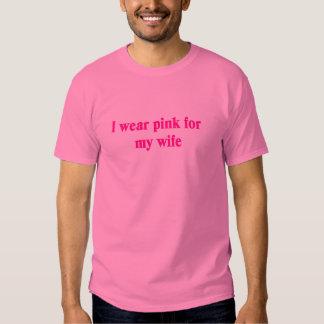 Llevo el rosa para mi esposa playera