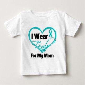 Llevo la cinta del corazón del trullo para mi mamá playera para bebé