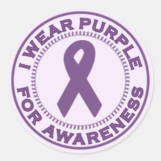 Llevo la púrpura para la conciencia pegatinas redondas