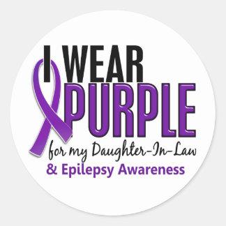 Llevo la púrpura para mi epilepsia de la nuera 10 pegatina redonda