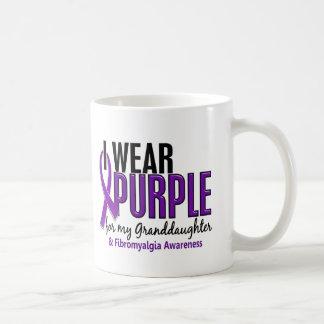 Llevo la púrpura para mi Fibromyalgia de la nieta  Taza Básica Blanca