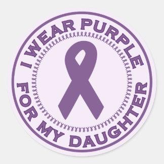 Llevo la púrpura para mi hija etiqueta redonda