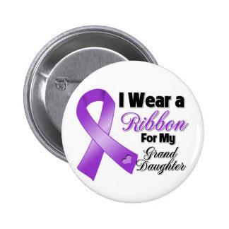 Llevo la púrpura para mi nieta pin redondo de 2 pulgadas