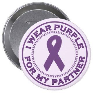 Llevo la púrpura para mi socio pin redondo de 4 pulgadas